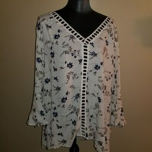 Charlotte Russe floral bell sleeved Plus